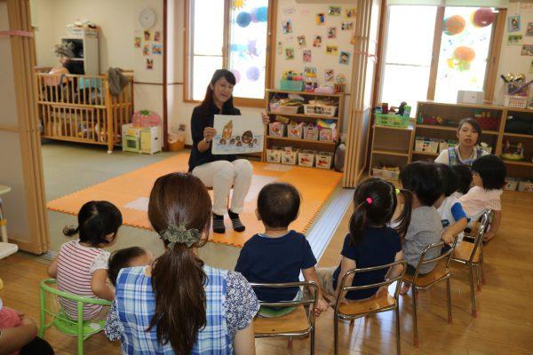 子どもたちが大興奮の「絵本おはなし会」